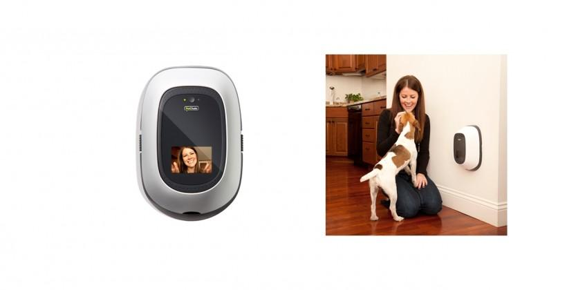 "PetChatz ""Greet and Treat"" webcam helps you interact with pets online"