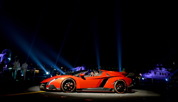 Lamborghini Veneno Roadster offers 750 horsepower, enters production next year