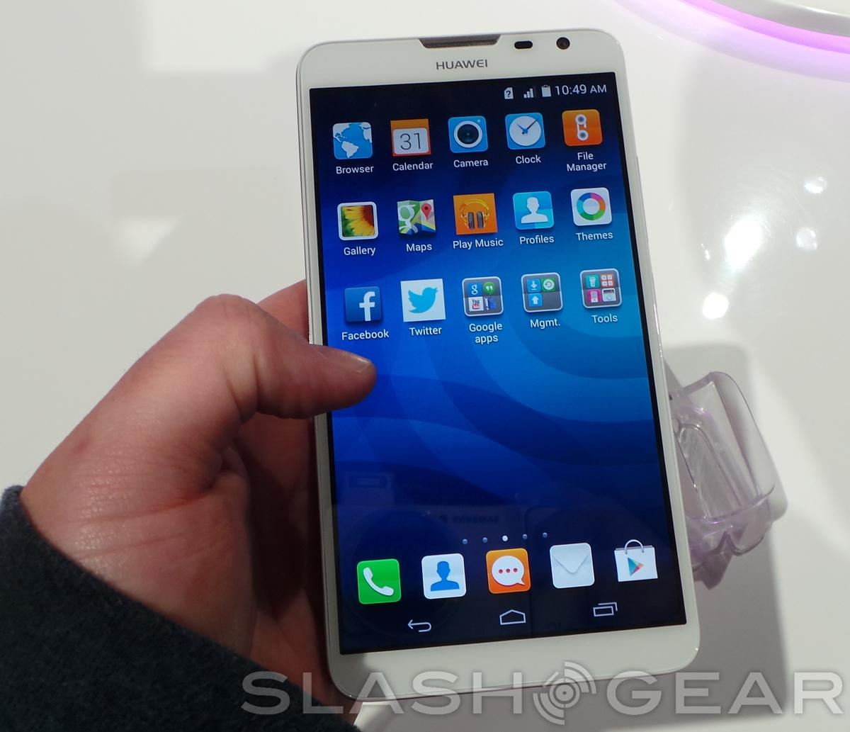 in hand the device is snappy and responsive bright andHuawei Ascend Mate 2 In Hand