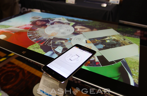 Lenovo HORIZON 2 hands-on: gaming table with smartphone connectivity