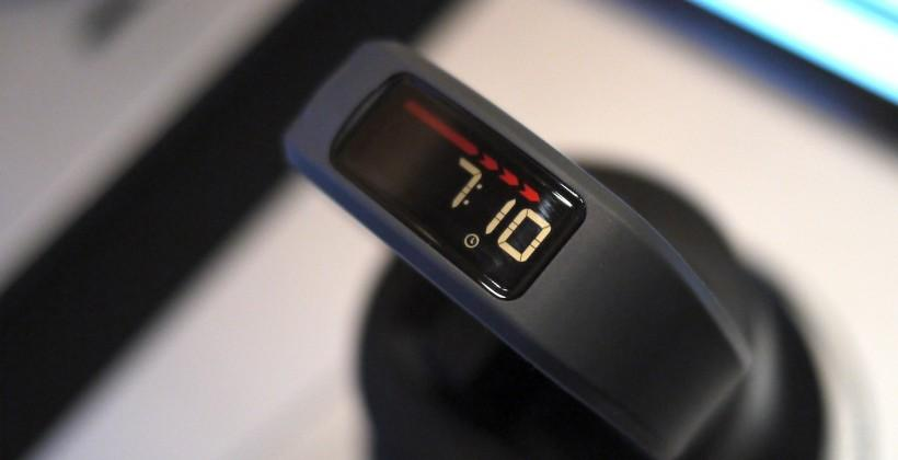Garmin vivofit fitness band hands-on