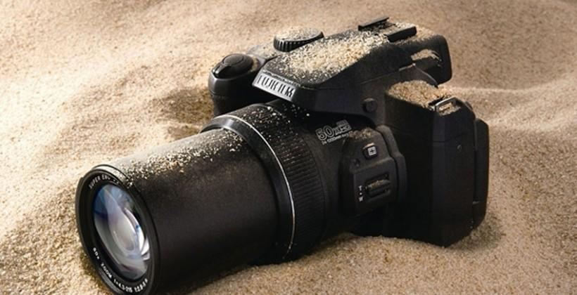 Fujifilm FinePix S1 packs 50x zoom into a weather-resistant package