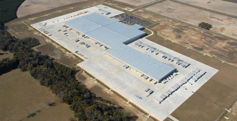 Walmart building distribution centers to compete with Amazon