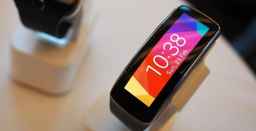 Samsung Gear Fit hands-on: Curved AMOLED health wearable