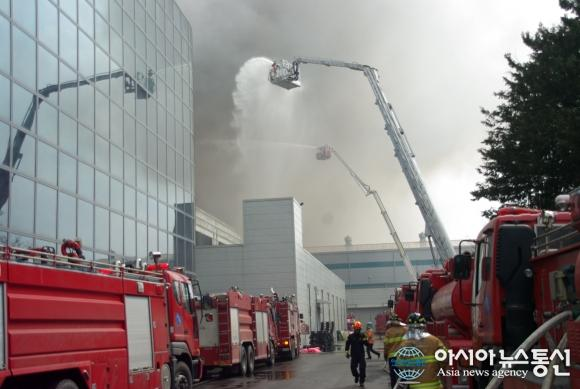 Galaxy S5 production concerns follow factory fire