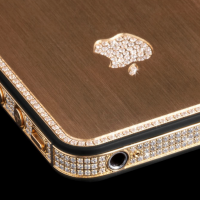Million dollar iPhone 5 appears diamond-encrusted and in 24-carat gold