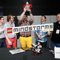 LEGO Mindstorms robot battle inspired by DIY printer
