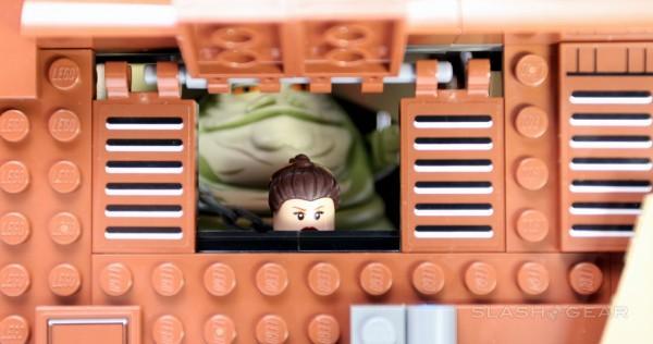 slashgear_lego_jabbassailbarge_12