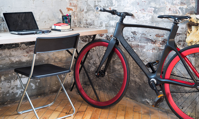 Vanhawks Valour: first connected bicycle