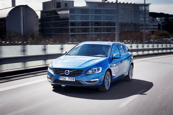 Volvo self-driving car test expands