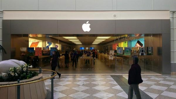Apple Stores may offer prepaid plans with iPhones soon