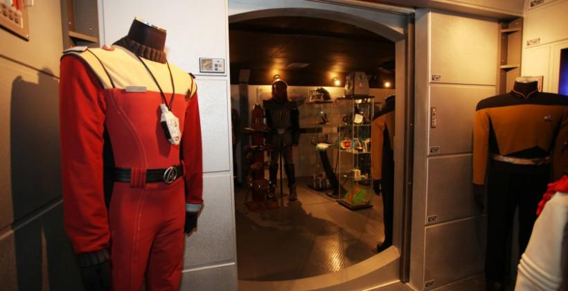 Trekkie transforms basement into U.S.S. Enterprise