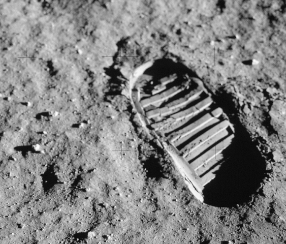 boot-moon-01