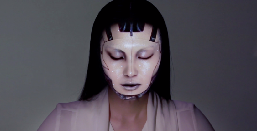 "Omote ""living makeup"" uses mind-blowing projection mapping"