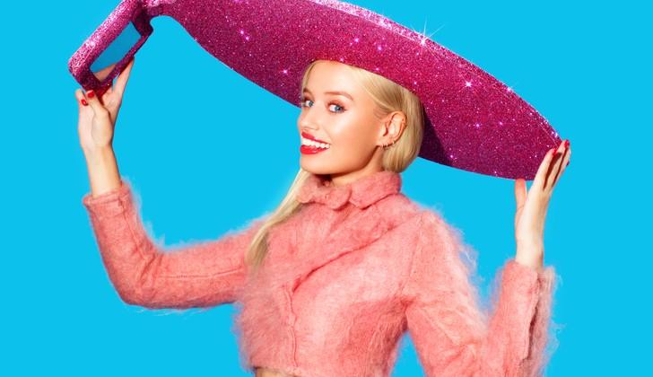 Acer's Selfie-Hat is a giant glittery pink sombrero