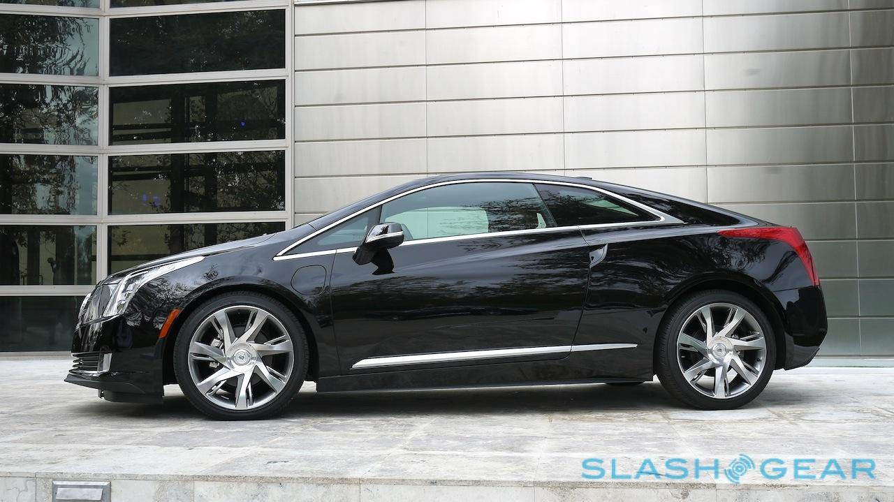 An Electrified Version Of Cadillac S Luxury Sedan It Paired A 2 0 Liter Turbocharged Gas Engine With Plug In Electric Drivetrain