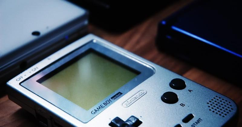 Nintendo patent could put Game Boy on phones and flights