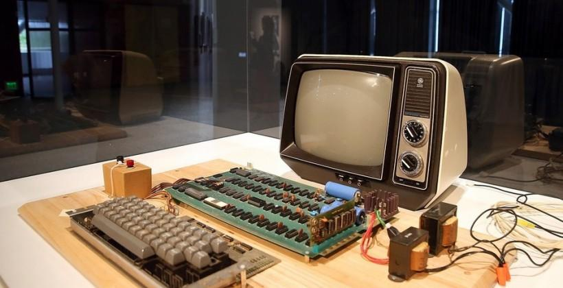 Apple 1, sold by Steve Jobs in 1976, to be auctioned