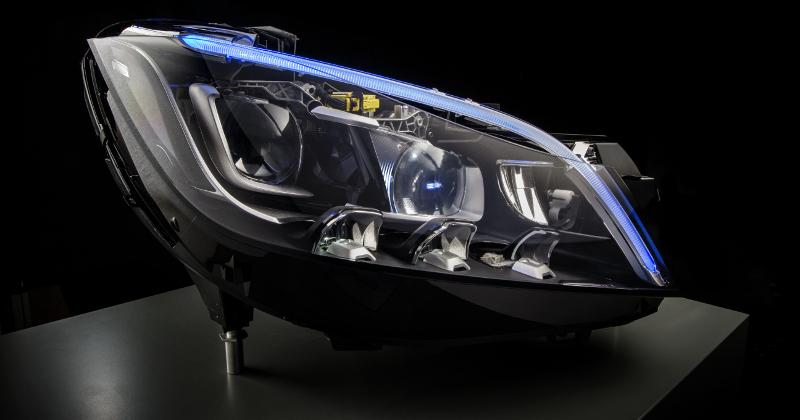 Mercedez-Benz Multibeam headlight crams 84 LEDs inside