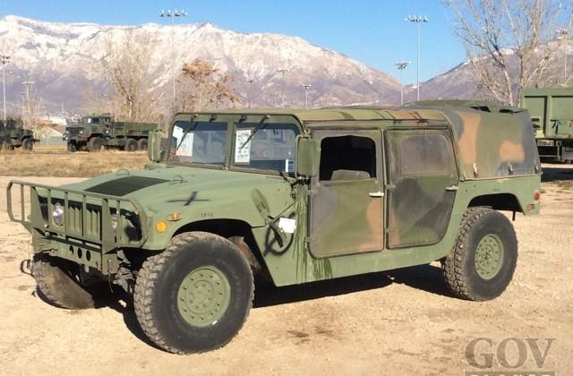 Hummers sold in government auction for first time ever