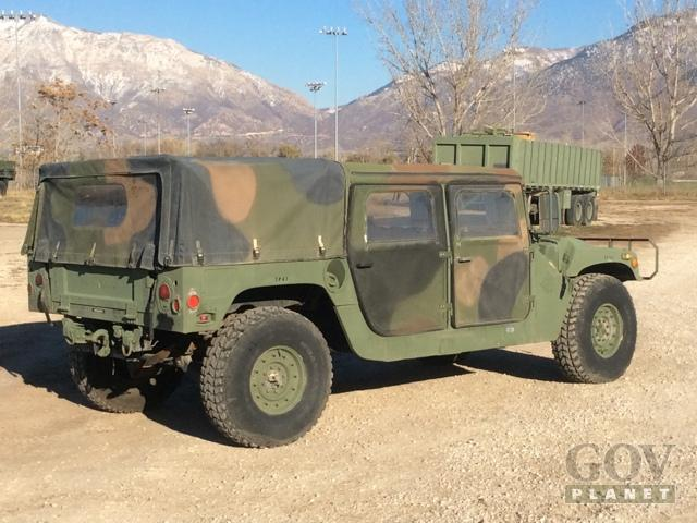Hummers sold in government auction for first time ever - SlashGear