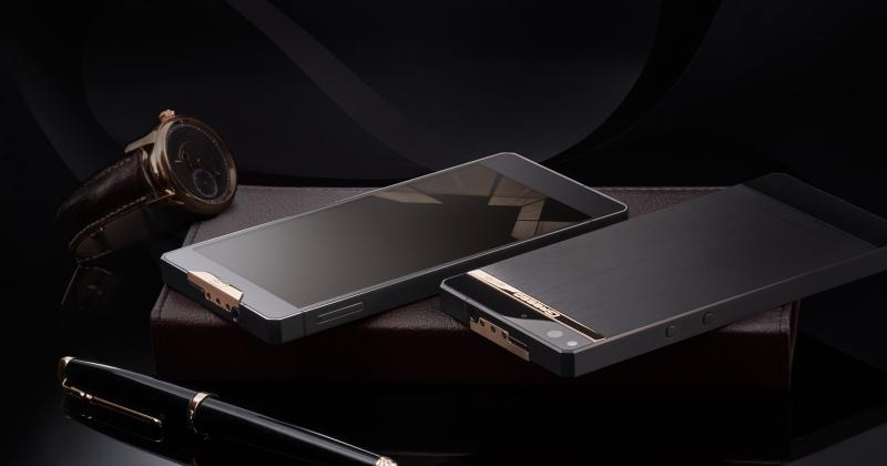 Gresso Regal coats Android phone with gold and titanium