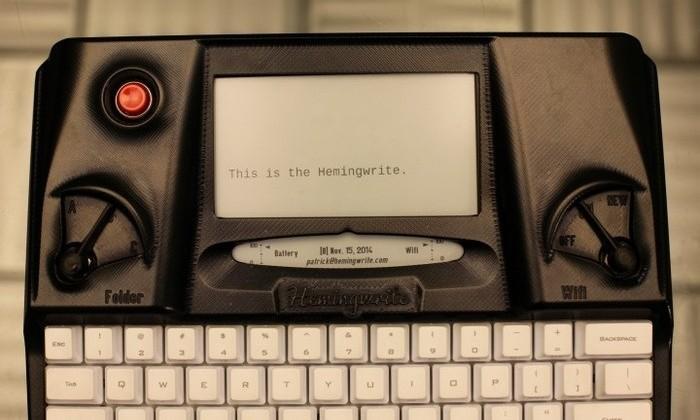 Hemingwrite typewriter mixes retro style with modern features