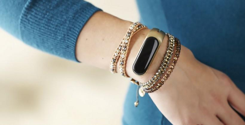 Mira: a fashionable fitness tracker for women