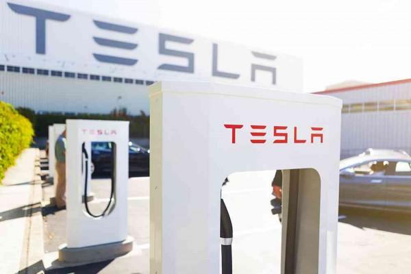 Tesla opening first battery swap station next week