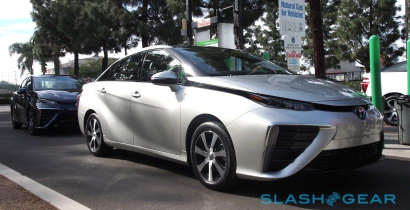 Toyota's hydrogen car blasts 2015 goal in first month
