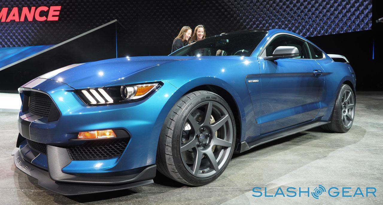 P1127107-Ford-GT350-NAIAS-2015