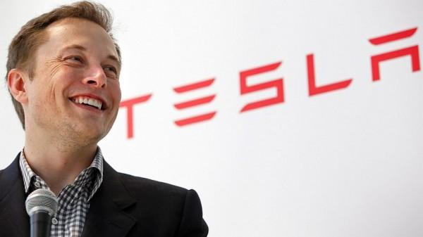Tesla's Musk talks gigafactories, profit at NAIAS