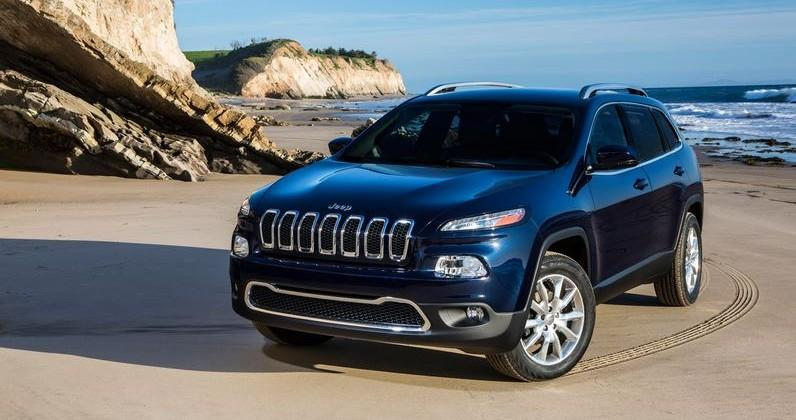 Jeep Cherokees recalled: air bag software issue cited