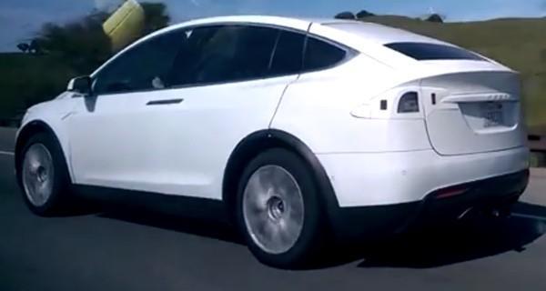 Video: Tesla Model X seen in California highway testing