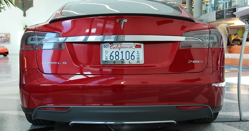 Tesla's fix for EV range anxiety is talkative Superchargers