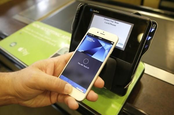 Apple Pay, Discover cards will work together this Fall