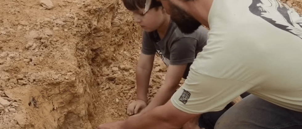Little boy finds big dinosaur fossil under future mall