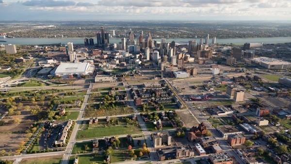 Verizon invests $100 million in struggling Detroit