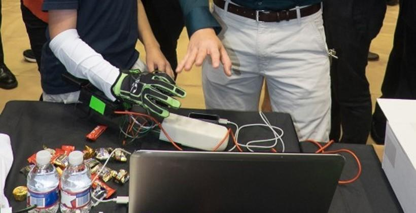 Hands Omni haptic glove uses air to let you feel virtual objects