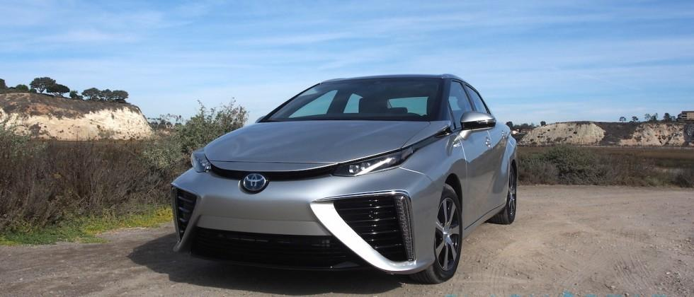 Toyota's fuel-cell Mirai hits (very few) US dealers in October
