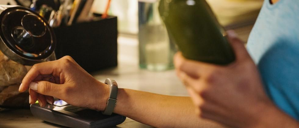 Jawbone grabs ex-Google Shopping exec to make new products