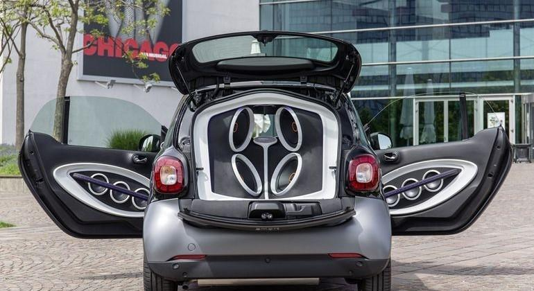 Smart, JBL pack a crazy 16-speaker system in tiny Fortwo car