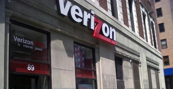 Verizon buys AOL for $4.4 billion cash