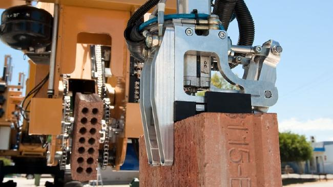 Brick-laying robot can '3D print' a home in two days