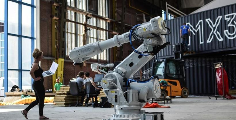 Robot 3D prints steel bridge on location