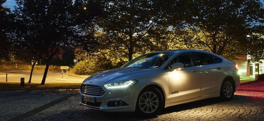 Ford's new headlights detect people in the dark, widen at intersections