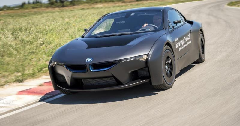 BMW finally unveils its hydrogen fuel cell i8 concept
