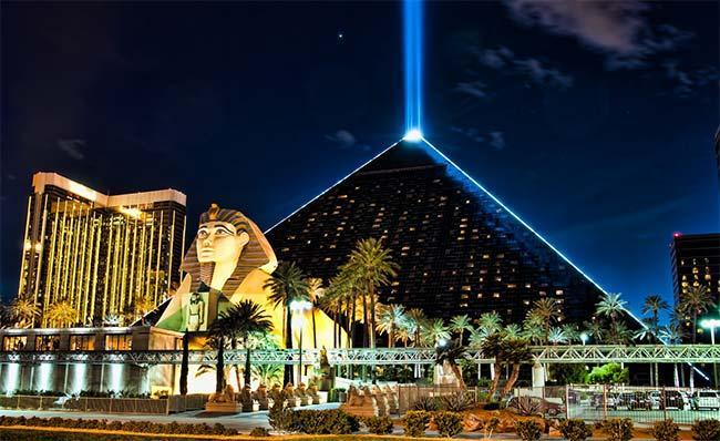 luxor-hotel-casino-las-vegas-01
