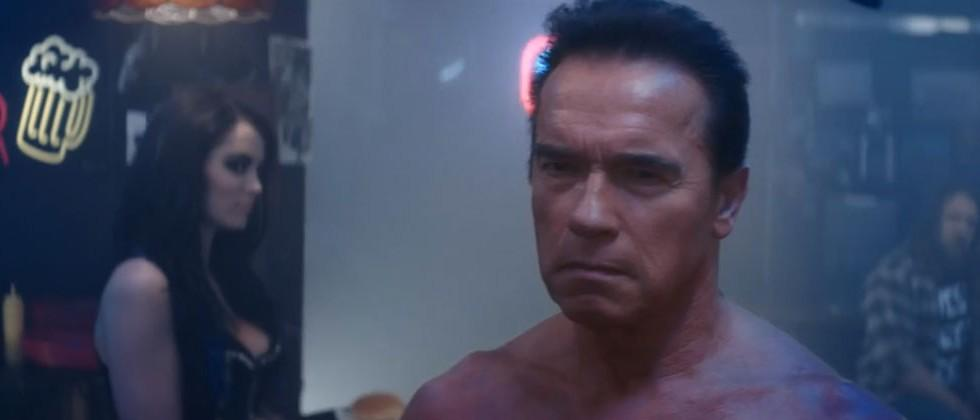 67-year old Schwarzenegger recreates iconic Terminator 2 bar scene