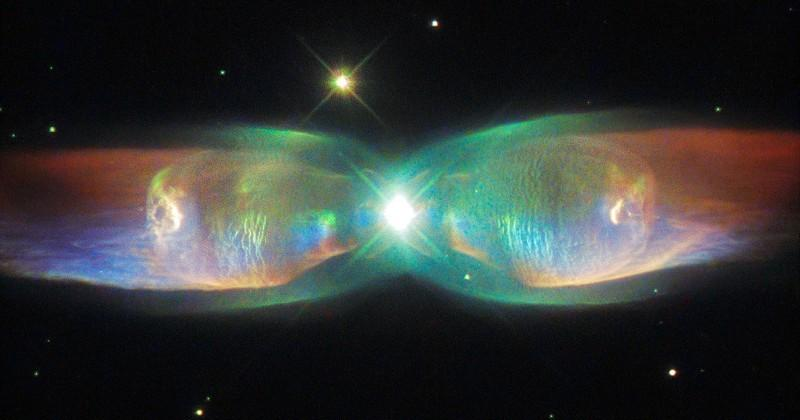 Cosmic butterfly: Hubble pictures the Twin Jet Nebula